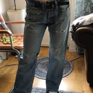 Lågmidjade jeans med coola slitningar!😇