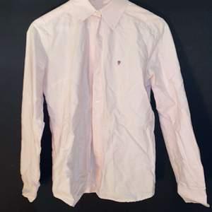 Jättefin babyrosa gant skjorta som aldrig är använd