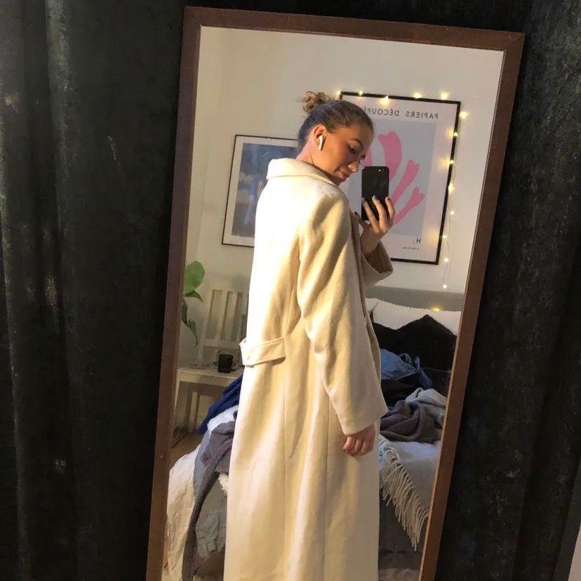 Super fin lång kappa i bra kvalite! Köpt vintage för ca 600 spänn💖. Jackor.