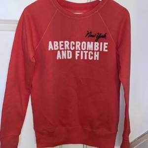 Fin tröja i storlek S , sparsamt använd! Köparen står för frakt!