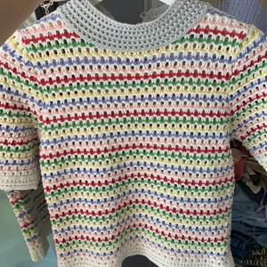 Snygg stickad tröja i olika färger, storlek S