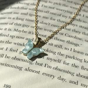 Ljusblå fjärils halsband, nickelfri ✨