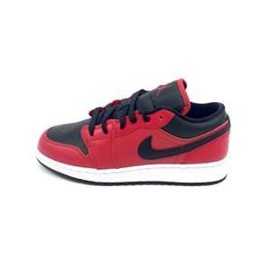 Hej! Säljer några par Gym Red Black Lows i storlekar 37.5, 38.5 & 39! Kan hämtas i Stockholm eller fraktas dubbelboxat och spårbart över hela Sverige. Pris är 1200:-/st. Originallåda medföljer och kvitto/bevis på köp finns! Hör av er vid eventuella frågor eller intresse :)