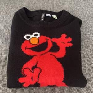 En jättecool stickad tröja från hm, använd några gånger, storlek xs/s💕