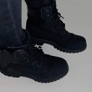 Mycket fina vintriga skor som endast har använts  ett par gånger, alltså mycket bra skick.