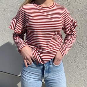 Fin tröja i bra skick frakt tillkommer på 45kr