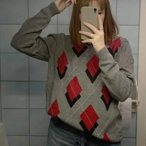 Säljer denna snygga rutiga tröja i storlek Large❤️🥰