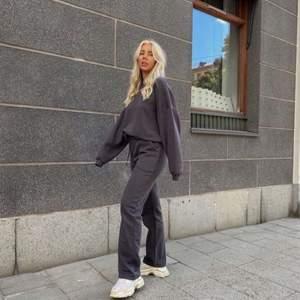 Säljer dessa LXA sweatpants då de är för stora. Från senaste släppet. I nyskick! (Lånade bilder)