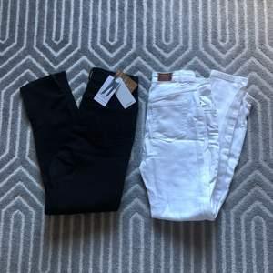 Mom jeans från mango storlek 32, de ena är helt oanvända med prislapp kvar. Köparen står för frakt!❤️ 150kr styck för jeansen eller båda för 250kr❤️