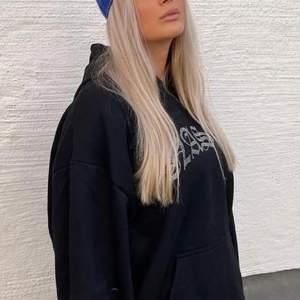 Super ball hoodie från HiddenCult😚