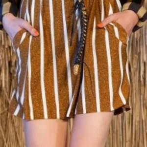 Nya shorts  Glowe style swe som kjol frame rymliga i srorlek elastisk   märke Malene Birger  storlek M     nytt   hämtas kan frakta spårbar 66kr köparen betalar