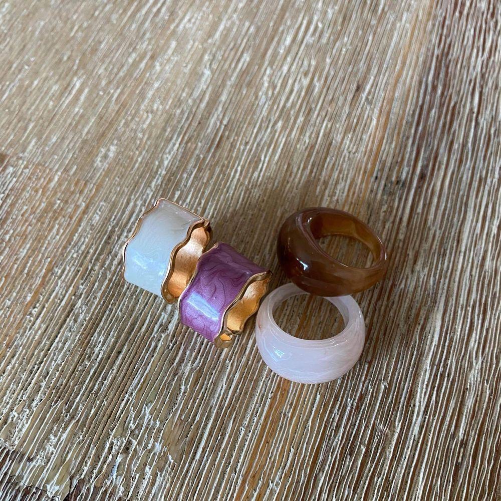 Så fina ringar, användas inte längre. Säljes för 40:-/st 🌿. Accessoarer.