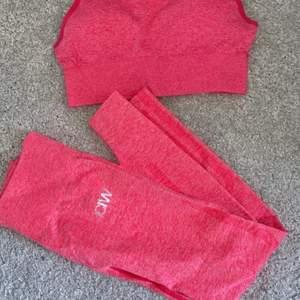 Ett par rosa icaniwill tights i storlek s. De är väldigt fina men tyvärr ej kommit till användning..