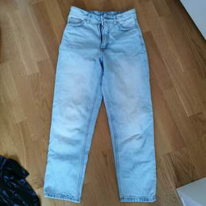 Jeans från monki i modellen Taiki. Waist 24. Knappt använda. Ord pris 400 (säljs fortfarande)