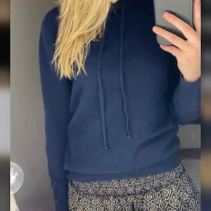 Intressekoll på min superfina soft goat hoodie i storlek S, säljer för 1400 alternativt kan jag tänka mig att byta mot andra tröjor från soft goat💞💞