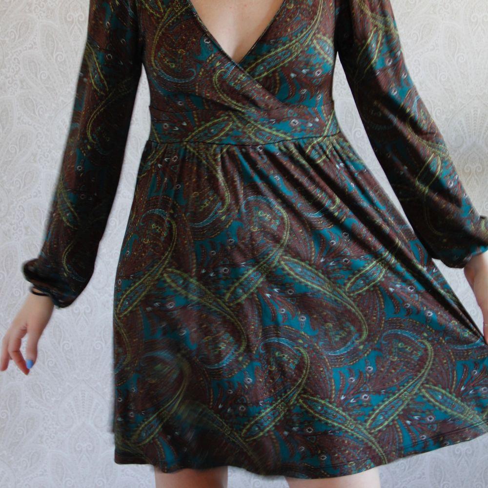 En romantisk bohemisk kläning. I mönstrad tyg. Svalt tyg så passar bra till sommaren. Kolla på mina andra annonser så blir det kanske billigare med frakt 👏🏽. Klänningar.