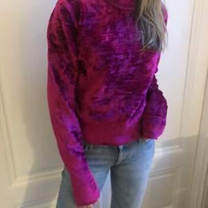 Fin lila samers tröja från HOPE.  Kan mötas upp eller frakta (köparen står för frakten)💕