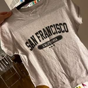 T-shirt från ginatricot, använd fåtal gånger men i bra skick.