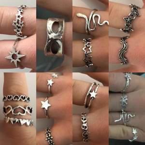 Säljer alla mina ringar på bilderna, 50kr styck + 10kr frakt. Fri frakt vid köp av fler än en. 💕(100kr för den som ser ut som en ögonmask)