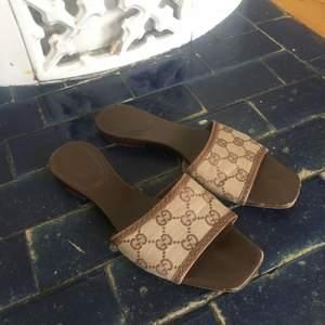 Fake Gucci slippers, super fina men lite små
