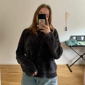 Säljer denna tröja så den inte används längre. Väldigt varm och skön att ha på sig!