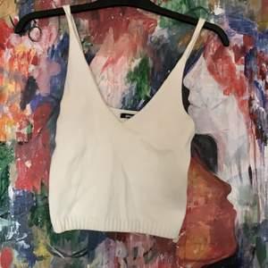 Virkat linne från Gina! Aldrig använt. Superfint, och är typ lite kortare i modellen. Lite urringat. Storlek S🤩🥳