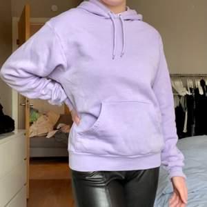 Ljuslila hoodie ifrån Monki, saknar storlekslapp men passar mig bra som är S/M. I jättebra skick men säljs för den kommer inte till så mycket användning. Pris: 100kr + frakt 🌸