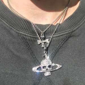 Super coolt Vivienne Westwood halsband☠️✨. Köpt av min syster på Grailed. Äkta såklart! Lägg bud från 1300