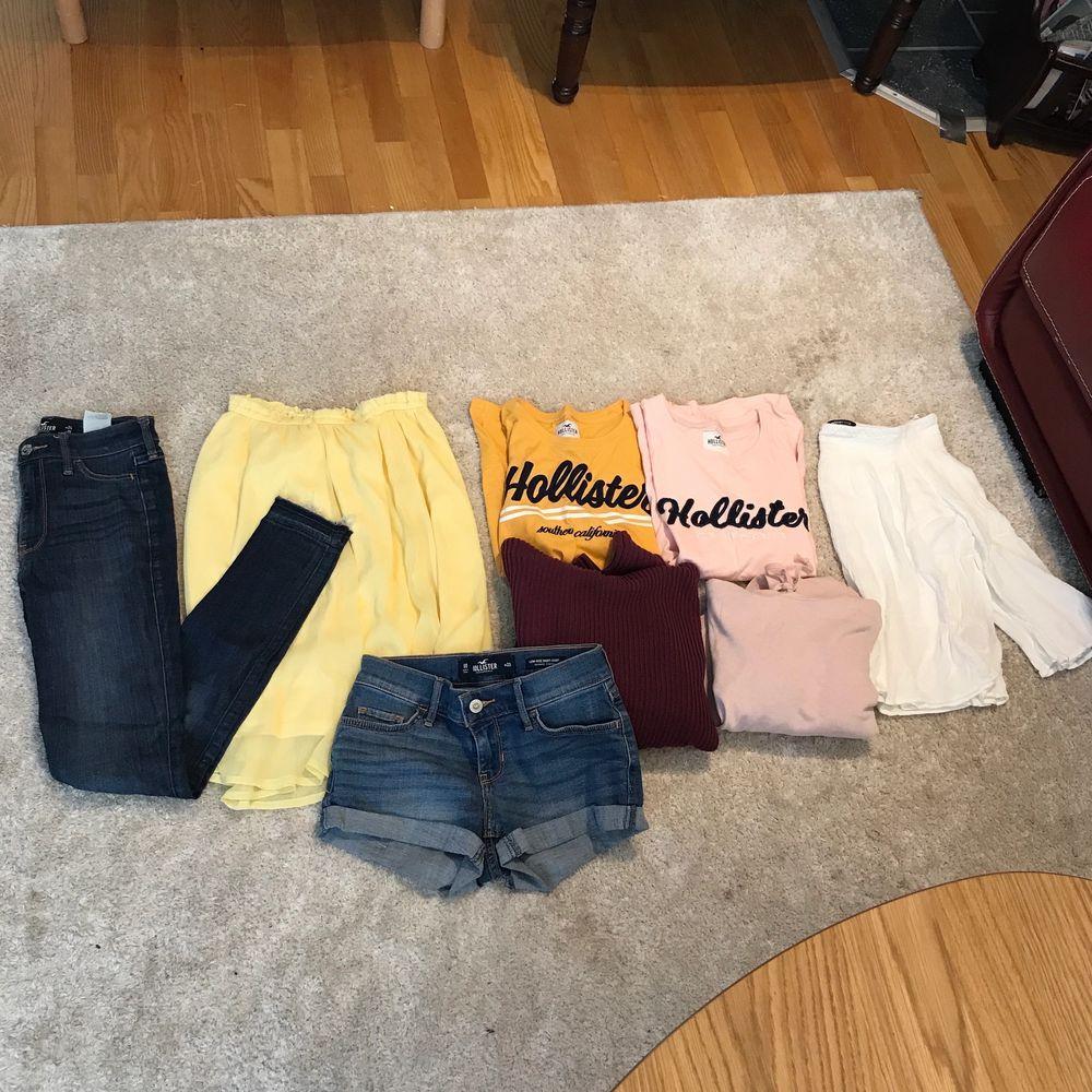 8 plagg i fint skick som jag säljer i ett klädpaket, då de inte kommer till anspänning🥰innehåller kläder från bland annat Hollister, ginatricot och H&M. Tveka inte, meddela mig gärna vid frågor eller fler bilder💞frakt tillkommer om man inte vill hämta i Täby. . Tröjor & Koftor.