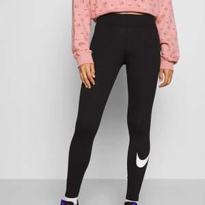 Snygga träningstights från Nike i storlek XS. Använda, men fortfarande fina.