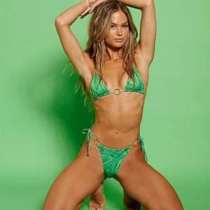 Söker denna gröna bikini från Hanna schönbergs kollektion med Nakd i storlek 36 eller 38. Hör jättegärna av dig om du har någon av delarna och vill sälja.