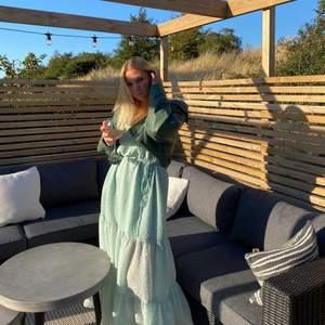 Säljer nu min superfina långklänning från Weekday från förra sommaren💕 I storlek M i en jättefin ljusgrön färg, skicka för fler bilder💕