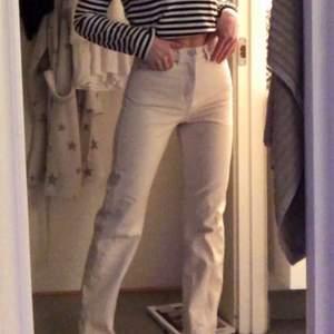 Väldigt snygga rowe jeans från Weekday !! Bra passform , men lite för korta för mig . Storlek 24/30