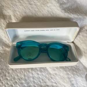 Chimi glasögon i modellen #003 i färgen Aqua. Liten repa som man ser på andra bilden annars felfria!
