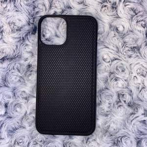 Svart skal som funkar till såna magnetiska plånboksskal tex, till iPhone 11 pro💞 anväds aldrig, har två stycken exakt likadan 💗 50kr +frakt