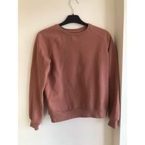 En långärmad smutsrosa tröja från lager 157. Strl XS. Använd.