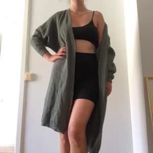 Grön cardigan oversize stickad model