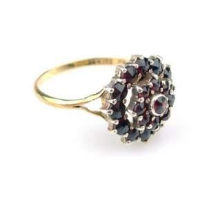 Vintage äkta 18k guld ring med äkta ädelstenar granater  RING, 18k äkta, 18,5mm, granater ädelstenar butik pris 6500kr