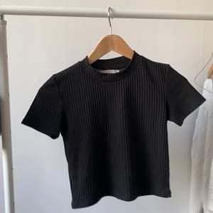 svart tröja från pull and bear i storlek S