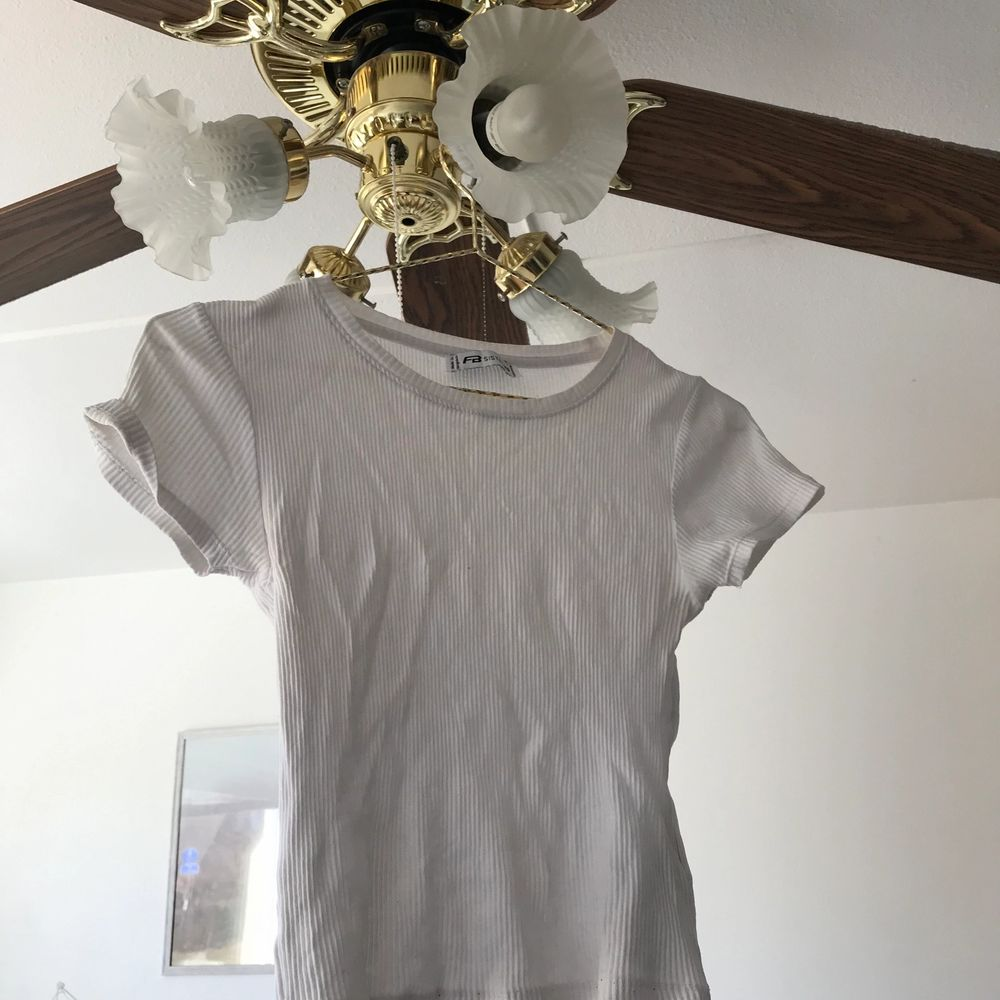 Den är i bra skick, normal i storleken. T-shirts.
