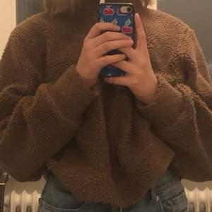 Brun tröja strl M som är jätteskön. Köpt på second hand och säljer pga att den inte används