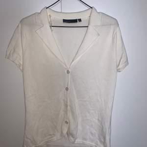 En vit tröja i lite mer vintage stil💗