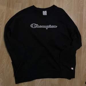 Champion sweatshirt i fint skick aldrig använd!! Storlek L men mer M! köparen står för frakt 💃🏼