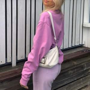 Så söt lila sweatshirt ifrån Asos oversized , Skick 10/10 köparen står för frakt 💕