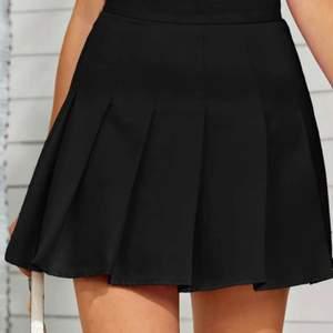 Supersöt svart tenniskjol från SHEIN endast testad, nypris 149