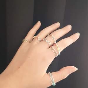 Hemmagjorda ringar. Jag har framförallt gjort marvel inspirerade ringar men gör även en färgade, speciellt mönster etc. Bara att önska privat då jag gör på beställning. Har atm ett begränsat utbud av både färger och tråd men planerar att utöka. 41 kr inkl frakt