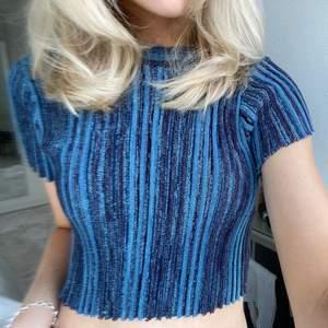 Glittrig t-shirt, perfekt till sommaren💙💙💙 väldigt stretchig så passar allt från XS-L