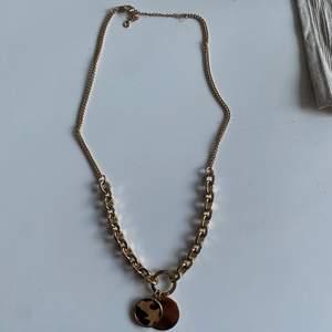 Supersnyggt halsband perfekt till festliga tillställningar! aldrig använt🤎🥰