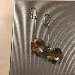 Använder inte silver smycken längre, därför säljer jag dessa! SJÄLVKLART rengjorda. Frakten är inräknad i priset⚡️💛