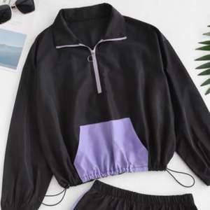 Säljer denna tröja från Zaful! Aldrig använd pga för liten!